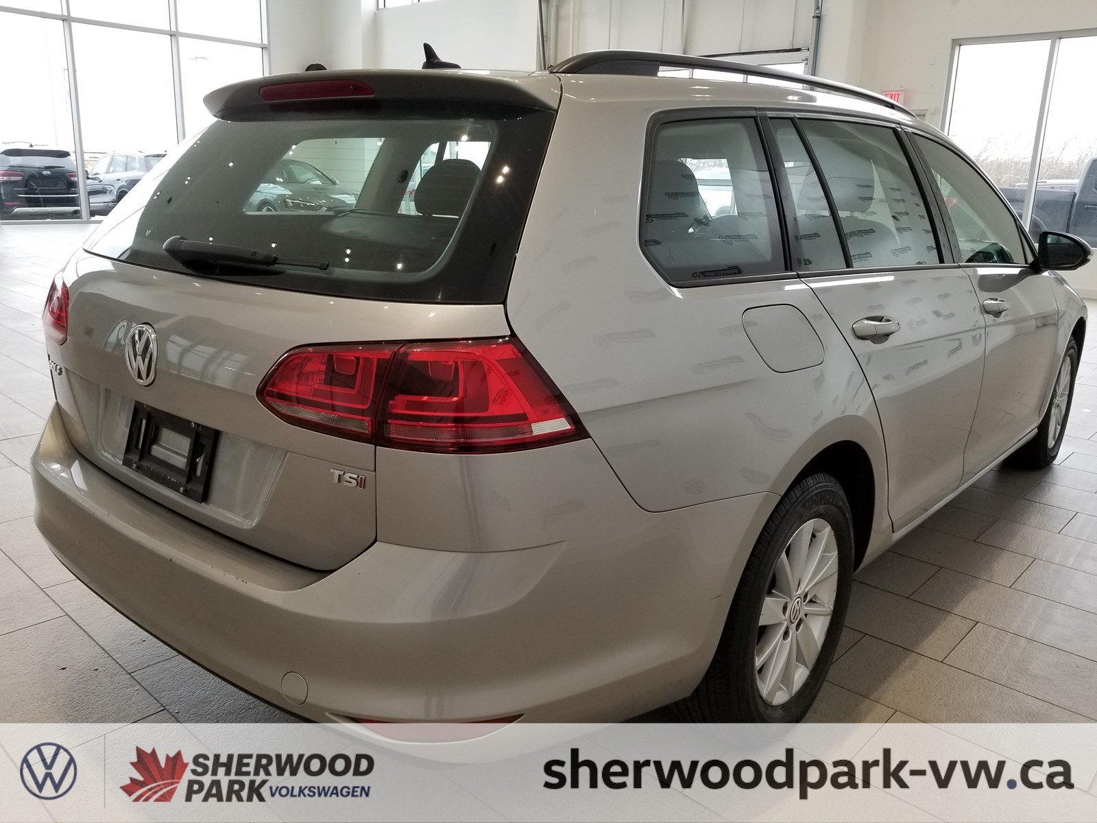 Certified Pre-Owned 2015 Volkswagen Golf Sportwagon Trendline