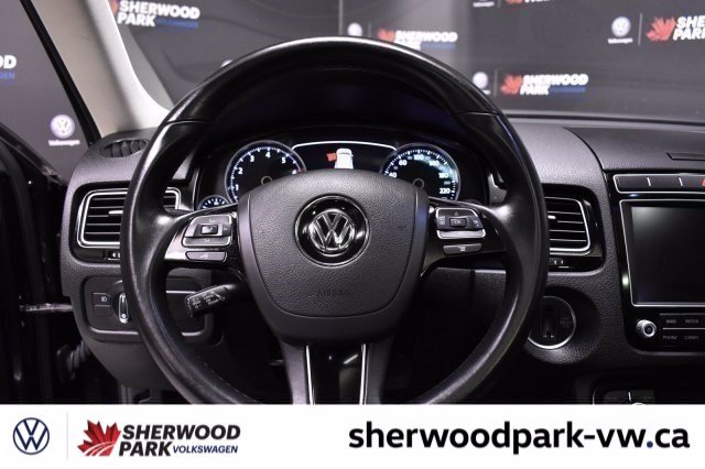 Certified Pre-Owned 2016 Volkswagen Touareg Sportline *VW Certified Low Rates Available*